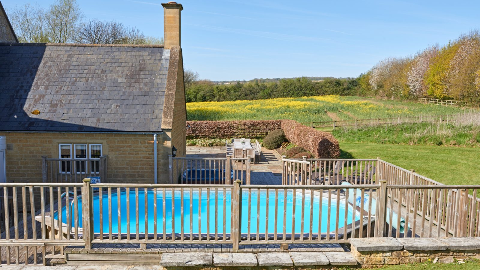 rent to cottages luxury hills the chiltern looking in chilterns lodges with cotswolds view over tubs hot