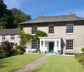 Barcroft Manor