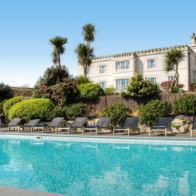 Large gardens and swimming pools