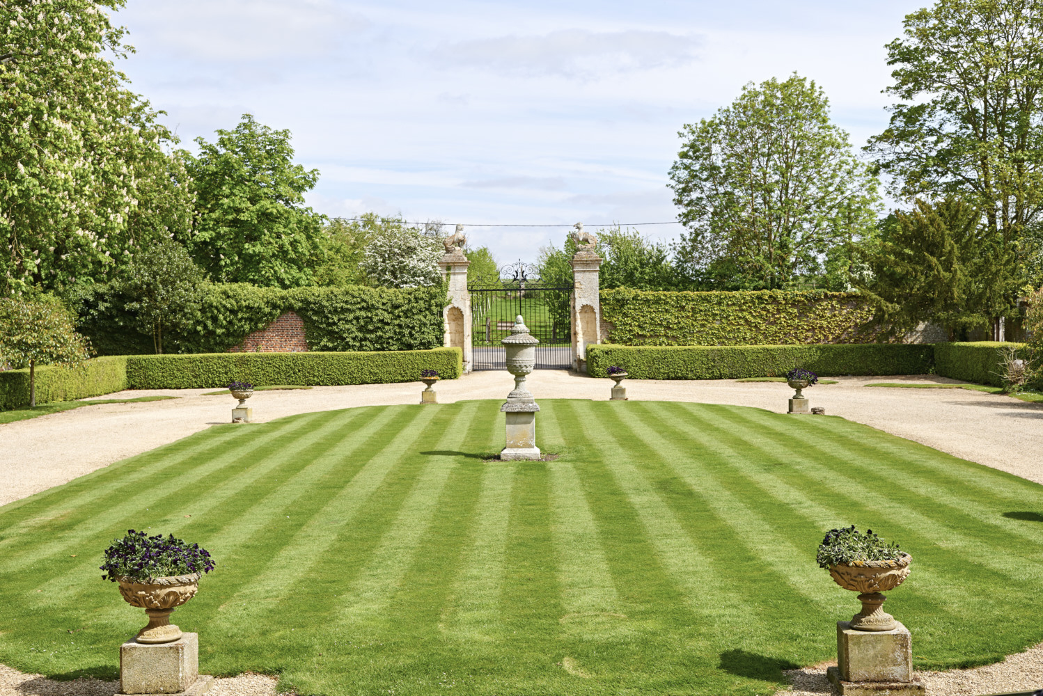 Learning from stately homes a garden of eden for The tuxedo house