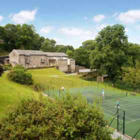 Cottages with tennis courts across the UK