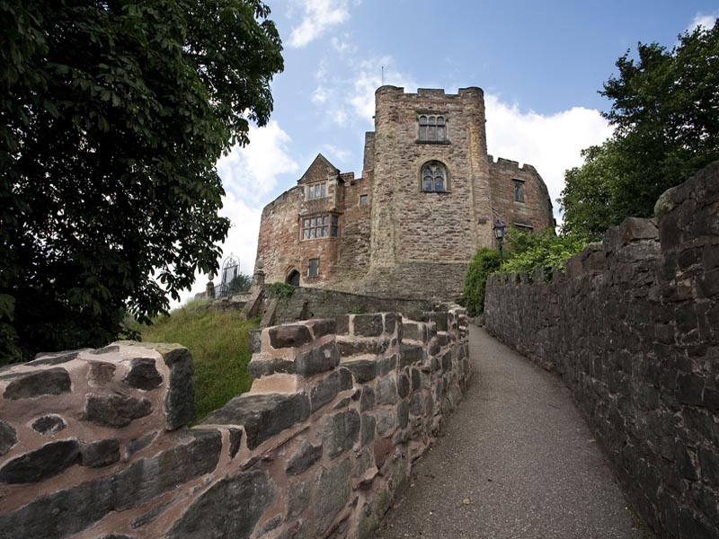 Path leading up to Tamworth Castle.