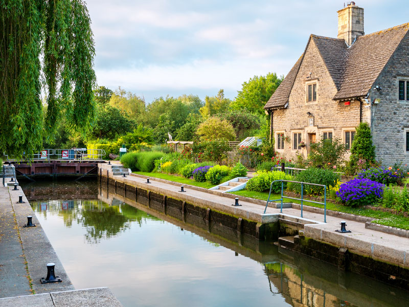 House by a river in Thame, Oxfordshire.