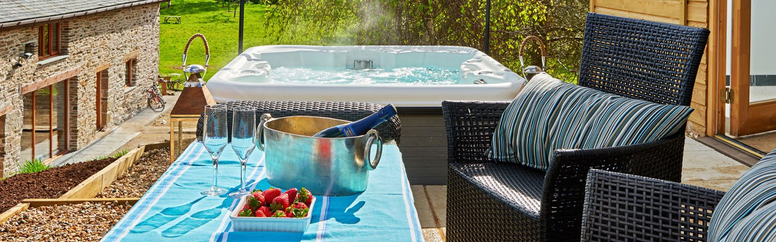 Cornwall Holiday Home with a Hot Tub outside.